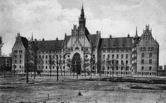Berlin-Wedding ca.1908-Das Amtsgericht Wedding thront an der Spitze des Brunnenplatzes zwischen Pankstrasse und Panke seit 1906.