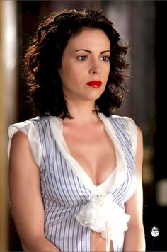 Alyssa Milano Charmed, Alyssa Milano Hot, Beautiful Young Lady, Gorgeous Women, Seinfeld, Alisa Milano, Brunette Beauty, Celebs, Celebrities