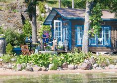 Järven rannalla sijaitseva kesämökki on Pirjon unelmien täyttymys, jonka rakentamisessa ei ole työtunteja säästelty. Täällä pääosassa ovat vanhat tavarat ja kierrätysmateriaalit.