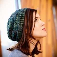 A textured, slouchy hat perfect for hand dyed or varigated yarn. Free pattern!