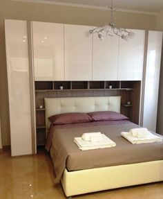 Venere Apartment Roma Venere Apartment offers accommodation in Rome. The air-conditioned unit is 2 km from Piazza Bologna. Free WiFi is available throughout the property.  The unit fitted with a kitchenette with a microwave and toaster.