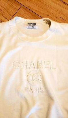vintage bootleg chanel sweater accessories 2020 vintage bootleg chanel sweater on Mercari Vintage Outfits, Retro Outfits, Trendy Outfits, Fashion Outfits, Fashion Vintage, 70s Fashion, French Fashion, Fashion Tips, Fashion Trends
