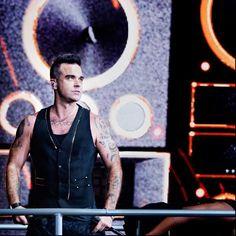 Robbie Williams, habitué aux cures de désintoxL'ancien membre de Take That a connu beaucoup de déboires avec l'alcool et la drogue. S'en est d'ailleurs suivis plusieurs cures de désintoxication pour Robbie.