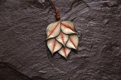 Mira este artículo en mi tienda de Etsy: https://www.etsy.com/listing/263273332/leaves-necklace-long-large-necklace