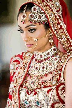 #Jewellery #Asianweddings #Asianbridaljewellery #Asianweddingphotography by: Osman Ghani