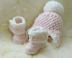 Crochet Baby Girl Hat and Booties in size Newborn Set 0-3mos, 3-6mos, Custom made