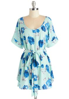 Medium Format Memory Tunic in Mint Floral. Zoom in on that group shot to admire yourself in this delightful mint tunic - available in March! #blue #modcloth