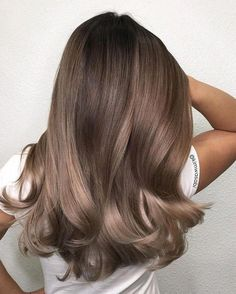49 Beautiful Light Brown Hair Color To Try For A New Look Gorgeous Balayage Hair Color Ideas - brown Balayage Highlights,Beachy balayage hair color Ash Brown Hair Color, Brown Hair Shades, Brown Blonde Hair, Ombre Brown, Blonde Ombre, Blonde Waves, Light Brown Hair Colors, Balayage Brunette, Cool Tone Brown Hair