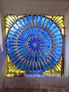 Fascinating Ways To Reuse Glass Bottles Into DIY Projects Creatively . If you don`t have the opportunity to recycle bottles in your area you will underneath more than 23 fascinating ways to reuse glass bottles into diy projects creatively. Maison Earthship, Earthship Home, Mosaic Glass, Glass Art, Stained Glass, Mosaic Wall, Mosaic Mirrors, Fused Glass, Leaded Glass