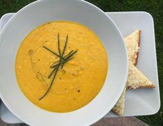 Dýňová polévka a parmazánové toasty | Recepty | PEČENĚ-VAŘENĚ Thai Red Curry, Toast, Ethnic Recipes, Food, Eten, Meals, Diet