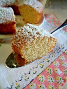 Ciambella al cocco morbidissima - La mimosa rosa Plum Cake, Chiffon Cake, Biscotti, Allrecipes, Cornbread, Vanilla Cake, Muffin, Food And Drink, Sweets