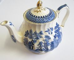 Vintage Sadler Willow Pattern Teapot, Blue and White, cup size