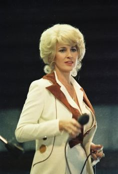 Find Tammy Wynette bio, music, credits, awards, & streaming links on AllMusic - One of the great country singers of the and… Country Female Singers, Country Western Singers, Country Music Artists, Country Music Stars, Country Songs, Tammy Wynette, Loretta Lynn, George Jones, Country Women
