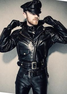 Mens Leather Pants, Biker Leather, Leather Gloves, Leather Jackets, Leder Outfits, Men In Uniform, Fashion Moda, Men's Fashion, Sexy Men
