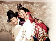 15 Photos of Korean celebrity couples wearing hanbok for their weddings