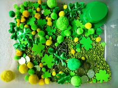 Patricks Day Sensory Tub - Your kids will have fun searching for all the coins! Sensory Tubs, Sensory Boxes, Sensory Activities, Sensory Play, St Patricks Day, St Pattys, Creative Curriculum, Spring Theme, Holidays With Kids