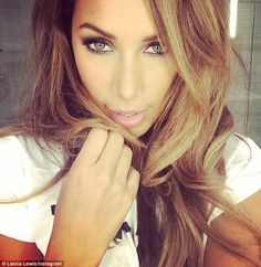 Leona Lewis Blonde highlights on medium brown hair Green Eyes Pop, Hair Colour For Green Eyes, New Hair Colors, World Music, Summer Hairstyles, Cool Hairstyles, Hairdos, Hairstyles Haircuts, Beautiful Green Eyes