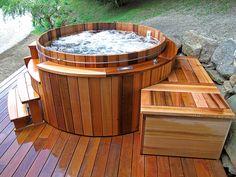 Bain nordique authentique entre tradition et modernité, en bois de cèdre. ©Storvatt