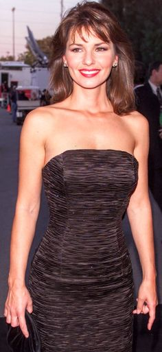 Gorgeous Women, Amazing Women, Beautiful, Windsor, Shania Twain Pictures, Black Dress Red Carpet, Thats The Way, Celebs, Celebrities