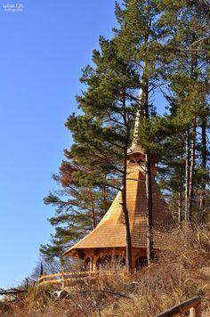 "Cum ajungi la ""Altarul de vara"" - Toplita, Harghita Teaser, Altar, Cabin, Country, House Styles, Rural Area, Cabins, Cottage, Country Music"