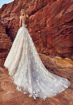 Oksana Mukha Wedding Dresses 2018 Aura-2 / http://www.deerpearlflowers.com/oksana-mukha-wedding-dresses-2018/2/
