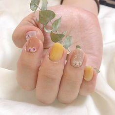 เพ้นท์เล็บพาสเทล โทนสีเหลือง Pastel Nails, Stylists, Floral, Flowers, Beauty, Jewelry, Pastel Nail, Jewlery, Jewerly
