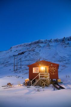 http://cabinporn.com/post/164023736490/hunters-cabin-longyearbyen-svalbard-norway