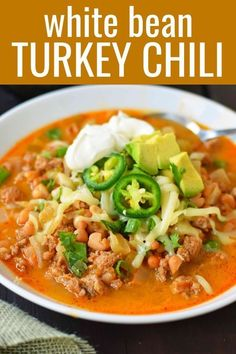 chili recipe A quick and easy White Turkey Chili. A high-protein and good carb soup packed with nutrition. A flavorful white bean turkey chili recipe. Ground Turkey Chili, Ground Turkey Recipes, Easy Turkey Chili, Soup With Ground Turkey, Crockpot Turkey Chili, Turkey Chili Recipe No Beans, Crockpot Ground Turkey, Leftover Turkey Recipes, Ground Beef