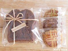 焼き菓子のラッピング Bread Packaging, Cookie Packaging, Gift Packaging, Food Pack, Lunch Meal Prep, Wrap Recipes, Bake Sale, Diy Christmas Gifts, Diy Food