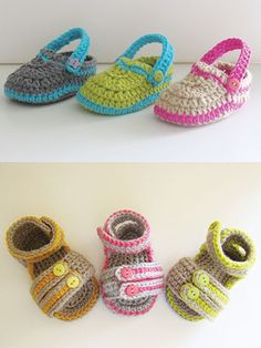 Start cleaning out your yarn stash by making these adorable designs for Baby. 2 colors of worsted-weight yarn is all it takes to make these slippers. Pattern is written for sole size: 3 4 4 The Sp. Crochet Baby Sandals, Crochet Shoes, Crochet Baby Hats, Crochet For Kids, Free Crochet, Crochet Children, Pinterest Crochet, Newborn Hats, Baby Slippers
