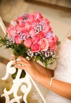 Já escolheu as #flores do seu #bouquet? As tradicionais rosas  representam o amor e suas nuances. Para cada cor, há um significado: Vermelha - amor intenso, paixão ardente e coragem. Branca - inocência, beleza e charme. Rosa - respeito e admiração. Amarela - felicidade e amizade. #casamento #Mêsdasnoivas
