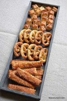 Finger Food Appetizers, Finger Foods, Appetizer Recipes, Sweets Recipes, Cooking Recipes, Desserts, Romanian Food, Salty Cake, Biscuit Cookies