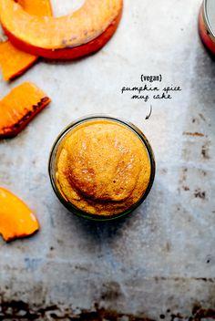 Pumpkin Spice Mug Cake - Saftiges Kürbisküchlein aus dem Glas