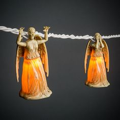 Don't blink, this set of Doctor Who Weeping Angel String Lights contains 10 angels: 5 with their faces covered and 5 attacking.