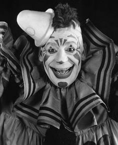 And...scene!: Silence is Golden: Laugh, Clown, Laugh (1928)