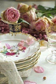 Shabby Style, Shabby Chic, Vintage Plates, Vintage Dishes, Antique Dishes, Antique Plates, Vintage Dinnerware, Vintage Table, Decorative Plates