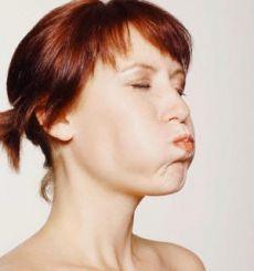 Как убрать брыли на лице? Брыли на щеках старят лицо на 5-10 лет, делают его грустным и усталым. Их невозможно скрыть косметикой. Но провисание кожи – естественный процесс старения. И избежать его практически невозможно. Но вот исправить – в наших силах!
