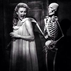 Carol Omart and Skeleton in House on Haunted Hill classic horror Sci Fi Horror, Horror Show, Arte Horror, Horror Fiction, Gothic Horror, Classic Hollywood, Old Hollywood, Paranormal, Dramas