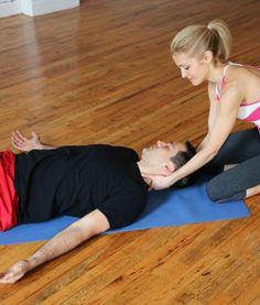 Savasana Neck Rub - Hatha Yoga Poses for Couples - Shape Magazine Hatha Yoga Poses, Yoga Poses For Men, Yoga For Men, Partner Yoga, Massage Benefits, Fit Couples, Street Workout, Yoga Tips, Yoga Routine