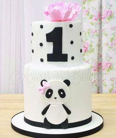 Um tema lindo e super fofo que está conquistando muitas mamães, a mim já conquistou #lovepanda Cake by @acucarasbolinhas #festejandoemcasa #pandafestejandoemcasa #festapanda #bolopanda