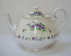 English - VINTAGE ROYAL ALBERT 'SWEET VIOLET' TEAPOT c1940's for sale in Memel (ID:136322079)