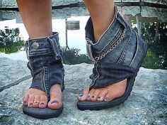 #danikfashion Hand-made Jeans Sandal Boots. Click here for more styles. www.danikfashion.com Diy Clothes, Jean Sandals, Denim Sandals, Denim Shoes, Shoes With Jeans, Recycled Shoes, Recycled Denim, Jean Crafts, Denim Crafts