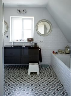 Bathroom - Black and white