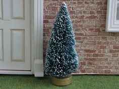 D3097 Christmas Tree with Snow - Minimum World - The Online Dolls House Superstore