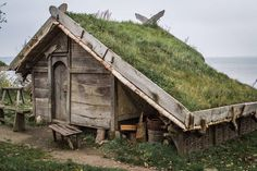 Green Roofs and Great Savings – Greenest Way - A green roof has numerous benefits at economic, ecological and group point. Green Roof Benefits, Viking House, Viking Village, Roofing Options, Living Roofs, Tiny House Cabin, Cabins And Cottages, Historical Architecture, Cabins In The Woods