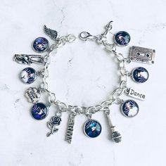 Cute Jewelry, Charm Jewelry, Diy Jewelry, Jewelry Accessories, Jewellery, Mochila Kpop, Mochila Do Bts, Colar Do Bts, Bts Bracelet