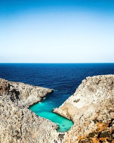Blizi sa k nam medikan (stredomorsky hurikan) #Ianos. Ale zatial tomu nic nenasvedcuje. Jemne fuka a je teplo 28st. Ticho pred burkou. Na Kefalonii totiz sposobil znacne skody. Kreta je vsak dalej tak hadam bude vsetko v poriadku. Na foto plaz Seitan Limania. Kreta je nadherna. . . #greece #travel #ellada #hellas #kreta #crete #kriti #seitanlimania #paralia #coolinari #nacestach #grecko #recko #beach #summer #summertime #summervibes Mini Cheesecakes, Summer Vibes, Seitan, Water, Outdoor, Food, Recipes, Dulce De Leche, Gripe Water