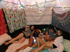Birthday Sleepover Ideas, Sleepover Room, Slumber Parties, Friend Activities, Sleepover Activities, Cute Friend Pictures, Friend Photos, Trampolines, Things To Do At A Sleepover