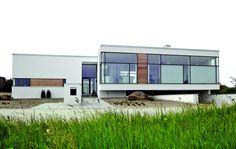 Fremskudt plads til husets opholdsrum Facade Design, Denmark, Sweet Home, Villa, Plads, Exterior, Facades, Architecture, Outdoor Decor