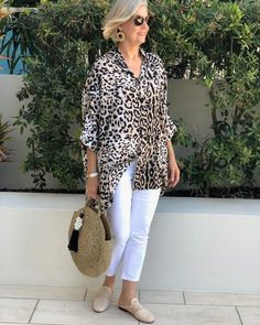 Best Outfits For Women Over 50 - Fashion Trends Over 60 Fashion, Mature Fashion, Older Women Fashion, Over 50 Womens Fashion, 50 Fashion, Look Fashion, Fashion Outfits, Fashion Tips, Fashion Trends
